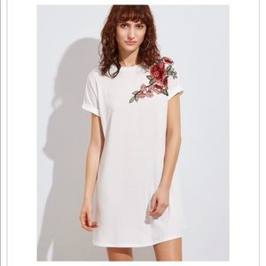 😘 White flower embroidered dress M